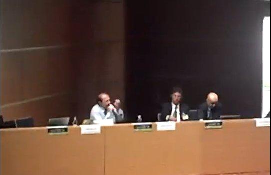 """Nino Galloni parla nel corso dell'incontro """"La frode mortale del debito pubblico e dell'austerità"""""""