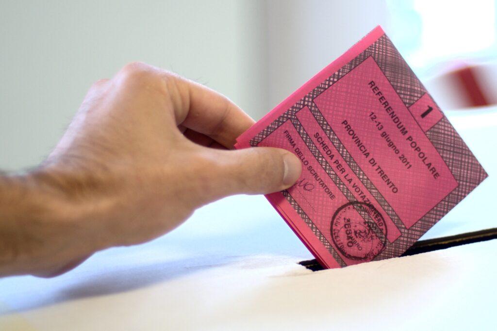 https://it.wikipedia.org/wiki/Riforma_costituzionale_Renzi-Boschi#/media/File:2011_Italian_referendums.jpg